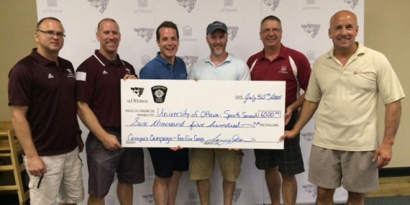 Marc Schryburt, Lenny Sabourin, men, Michel Drapeau, Steve Berneque and another men holding a 6000$ cheque.